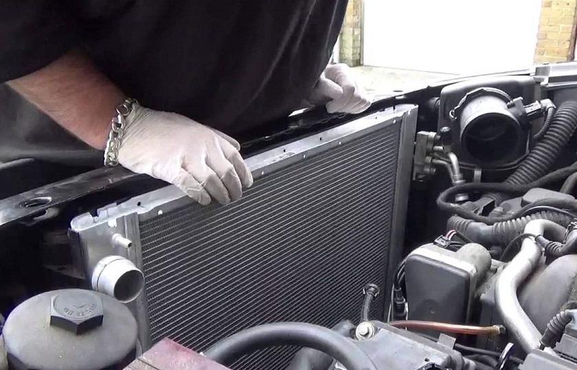 رادیاتور خودرو بالا رفتن آمپر آب